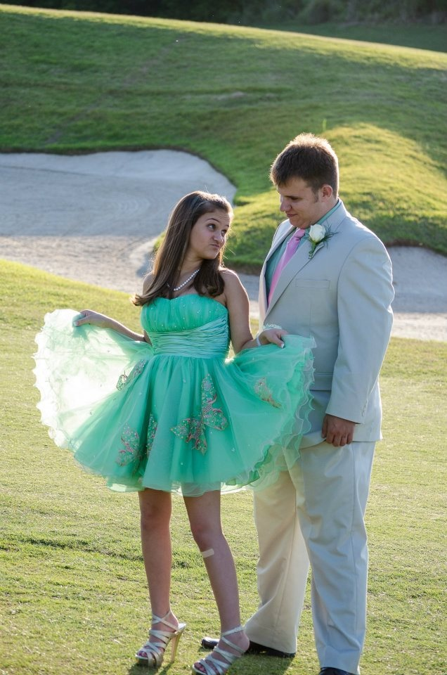 Cute prom pose. | Homecoming pictures, Prom poses, Cute