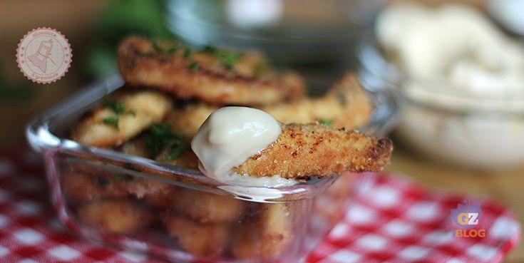 I bastoncini di pollo al forno senza uova, morbidissimi dentro e croccantissimi fuori. facili e veloci da preparare e gustosissimi.