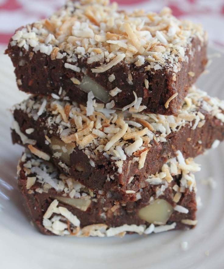 No bake gluten and dairy free #chocolate, #banana and #macadamia #brownie. #Food #healthy #yummy #recipe    http://www.biggestmorningtea.com.au/HelpforHosts/Recipes/Nobakechocolatebrownies