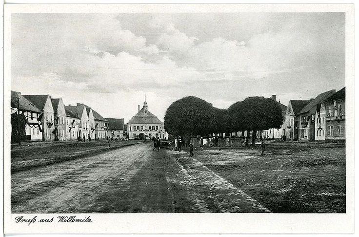 800px-27648-Willomitz-1940-Blick_auf_Willomitz-Brück_&_Sohn_Kunstverlag.jpg (800×528)