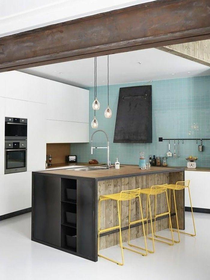 кухня с центральным островом, кухня промышленного типа, желтые барные стулья