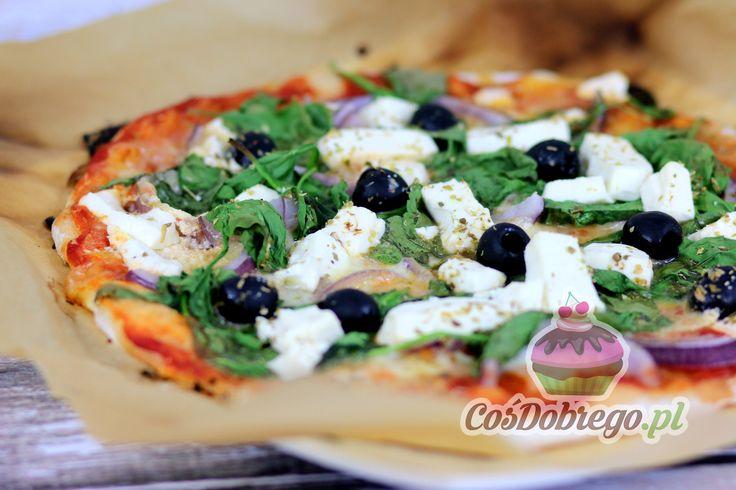 Przepis na Pizzę ze szpinakiem i serem feta https://cosdobrego.pl/przepis-na-pizze-ze-szpinakiem-i-serem-feta/