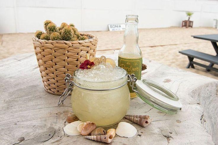 #Perelaere-cocktail met #wodka, gember en basilicumsiroop.' De ingrediënten voor…