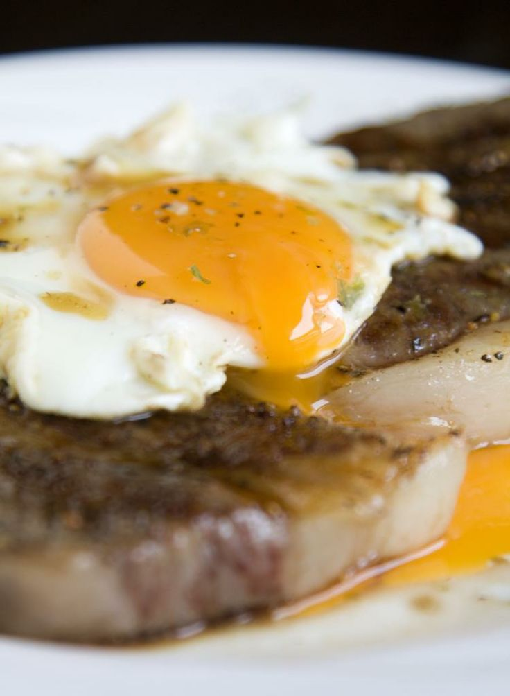 Food Makes Me Happy: American Kobe Steak with Simple Japanese Sauce, Extra Sunny Side Up to Make this Single Meal Even More Comforting