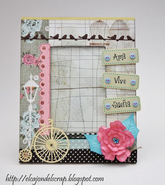 Marco decorado con scrapbooking
