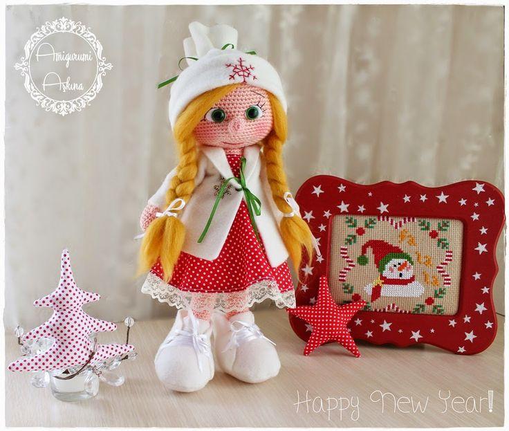 Sweet Doll - Free Amigurumi Pattern ( Turkish and English) Scroll down below pictures here: http://amigurumiaskina.blogspot.com.es/2014/12/amigurumi-yeni-yl-bebegi-ve-resimli.html