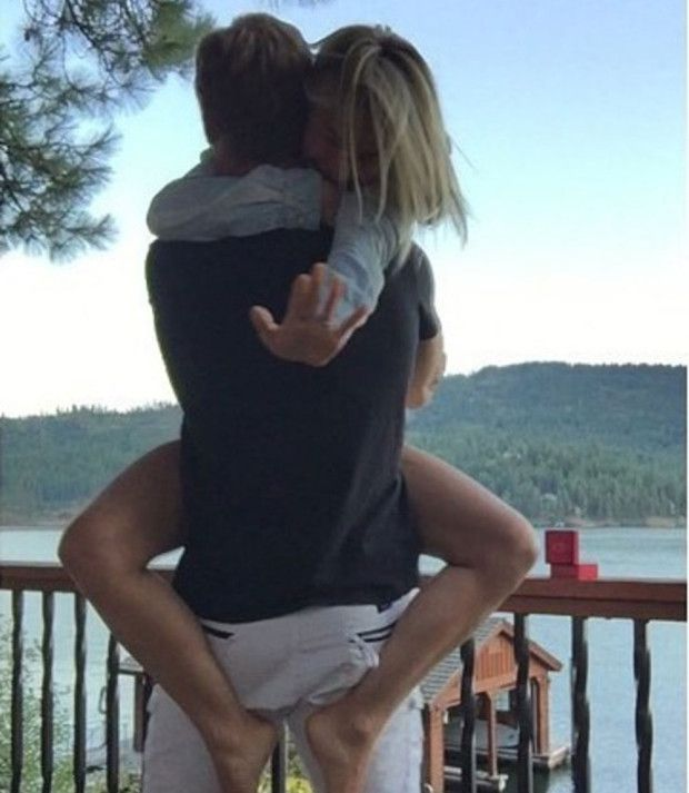 Julianne Hough announces engagement with super-cute photo! | Celeb News | heatworld