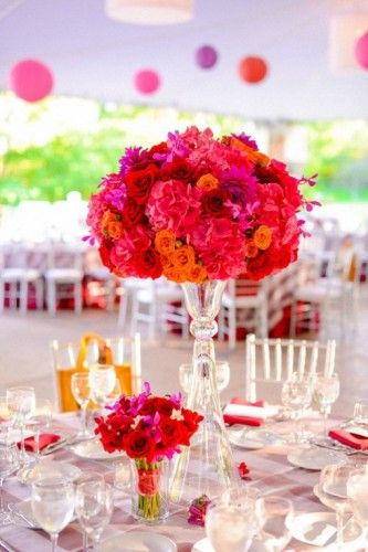 Colour clashing pinks and reds make this #wedding table centre fabulous!