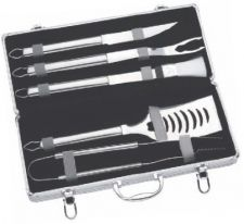 Elegant metal carrying case, with quality corner finishing and hinging, holds 5 generous-sized Stainless Steel utensils including spatula with built-in serrated blade and bottle opener, forks, tongs, cutting knife and Nylon sauce brush. Made of FDA compliant materials.