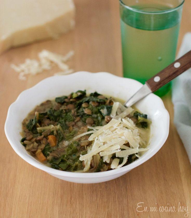 Lentejas con acelga, receta chilena. Una receta sencilla y deliciosa, el segundo día puedes hacer las sobras crema de lentejas y servirlas con crutones.
