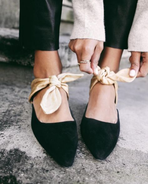 Ribbon details, flat shoes with ribbons