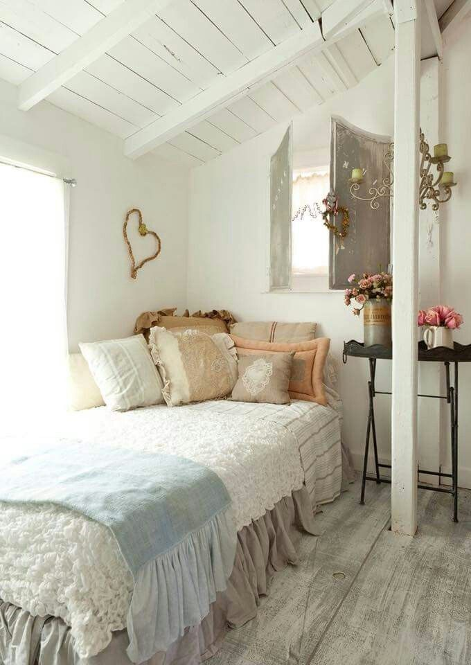 40 Awesome Shabby Chic Bedroom Interiors For Small Apartment Cottage Style Bedrooms Chic Bedroom Home