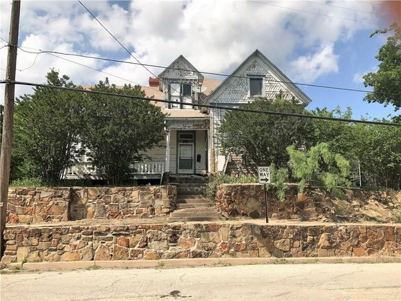 The well known Haunted Hill House in Mineral Wells, TX has gone up for sale - it is the site of alleged ghost sightings and paranormal investigations. Where's the Ghost Adventures team when you need them?  http://www.estately.com/listings/info/501-ne-1st-street
