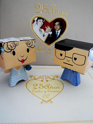 Regalo por los 25 años de casados: inlcuia 2 PAPER TOYS, una caja y un Photobook. Me encantó hacerlo, pero buscar, escanear y editar las fotos fue un gran esfuerzo.