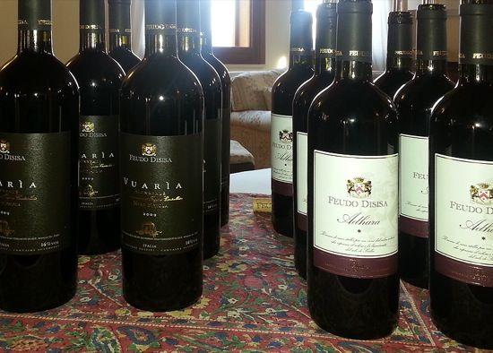 #FeudoDisisa in #Monreale  op Sicilië - Het grondgebied van de #Belice is sinds de oudheid bekend om zijn milde klimaat en haar weelderige valleien. Liefhebbers van #wijnen van hoge kwaliteit zijn van harte welkom. De familie Di Lorenzo organiseert #rondleidingen en #wijnproeverijen in combinatie met traditionele, originele en gezonde gerechten, waarvan de meeste ingrediënten op het #Disisa landgoed worden verbouwd.