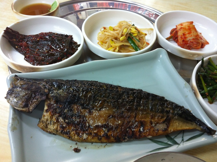 Charcoal-grilled blue mackerel in Seoul's Saengseon-gui (Grilled Fish) Alley close to the Dongdaemun Metro Station - perfect grilled fish!