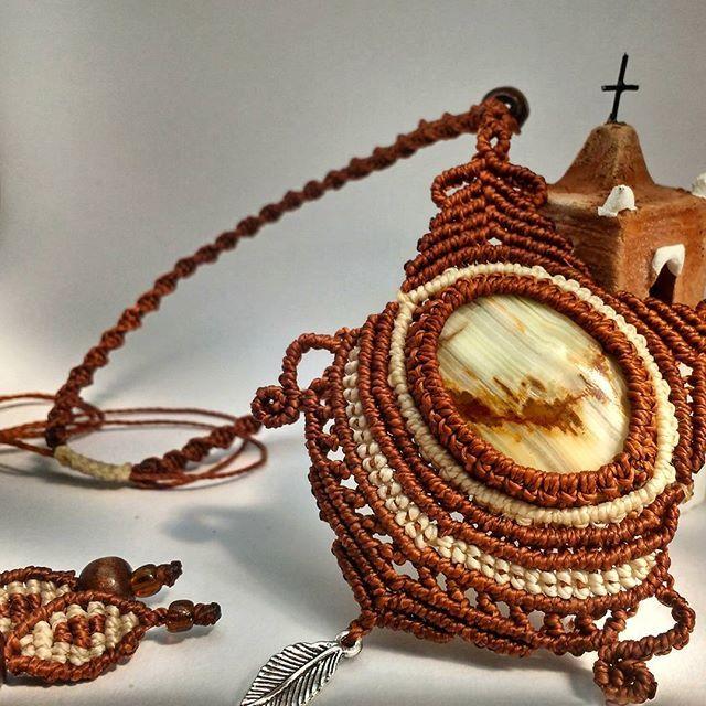 Macrame necklace for a gift 🎁🎄#macramenecklace #macrame #sanpedrodeatacama #handmadegifts #uniquejewelry #onix #handmadenecklace #handcrafted
