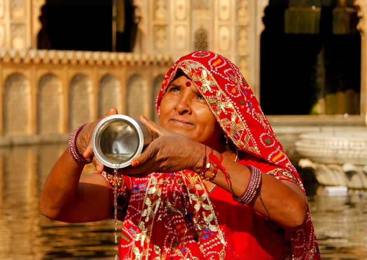 A woman doing a puja (religious ceremony) at Galta Temple, Jaipur