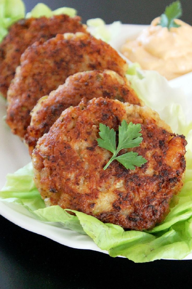 These delicious #Shrimp Cakes take less than 15 minutes to prepare and are perfect for a quick #lunch.