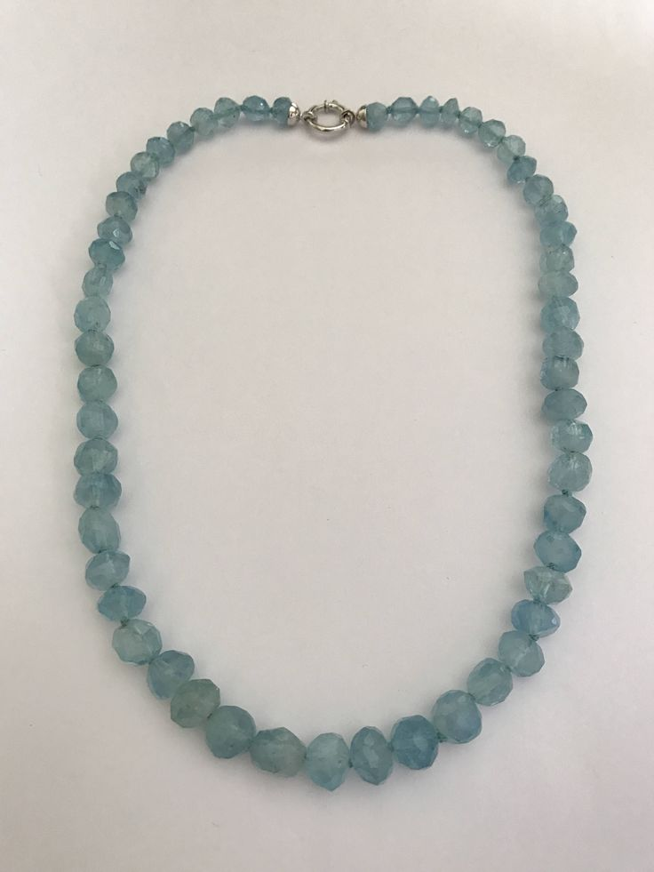 Aquamarine raw cut necklace 18k white gold clasp di Meljewelry1908 su Etsy