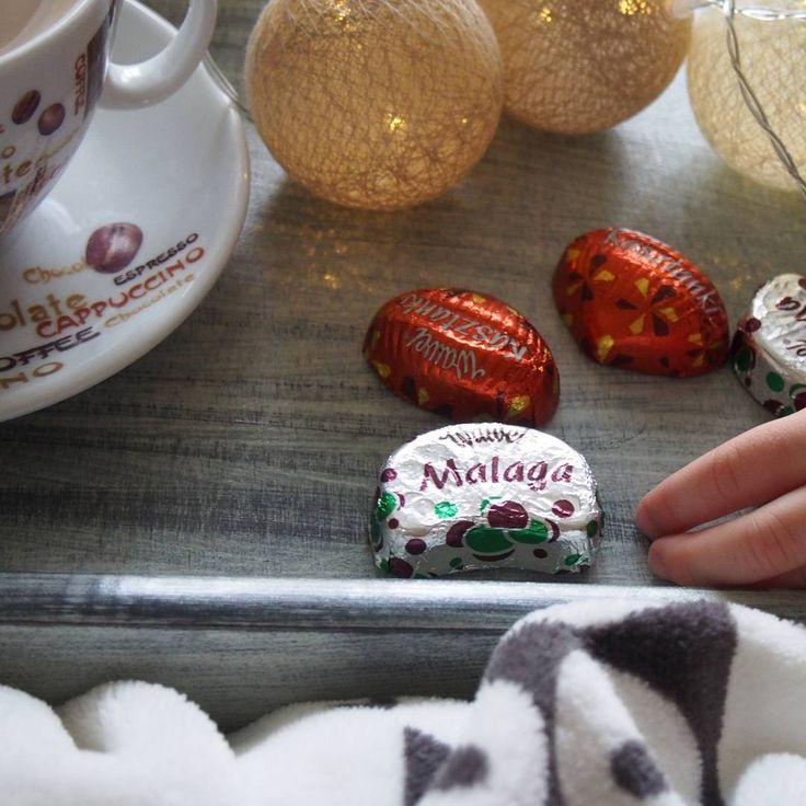 W takie dni, jak dzisiaj przyda się trochę słodyczy 😀☕🍫 #kawa #coffee #coffeelover #instacoffee #coffeetime #coffeeaddict #cottonballs #malaga #kasztanki #sweets #instasweets #chockolate #newday #picoftheday #nofilterneeded #coffee_inst