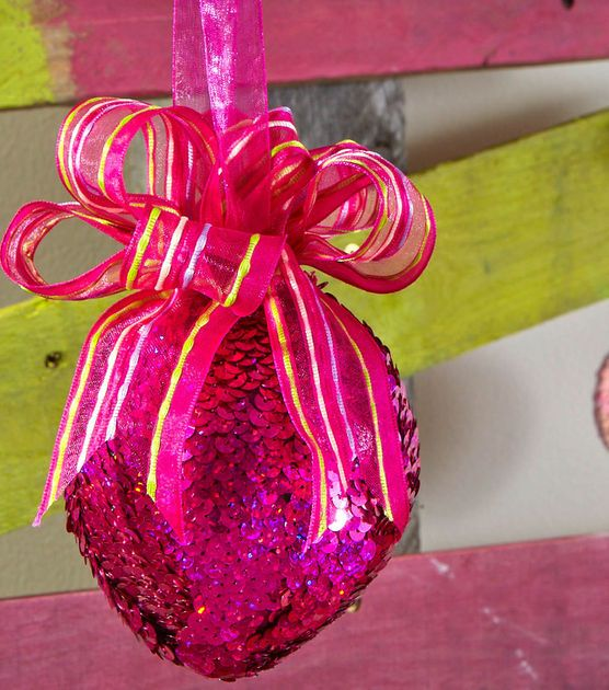 Love this pink sequin trim ornament!: Christmas Diy, Trim Ornaments, Christmas Crafts, Christmas Crafty, Saia Mini-Sequins, Winter Christmas, Sequins Trim, Christmas Decor, Christmas Ornaments