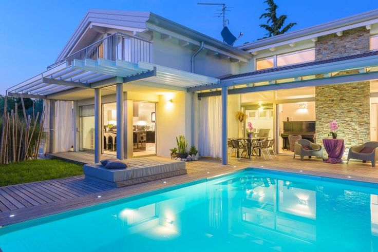 Oltre 20 migliori idee su case con piscina su pinterest piscine nel cortile piscine in - Vivere in una casa di legno ...