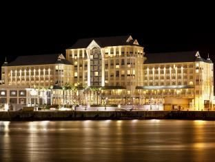 The Table Bay Hotel Cape Town - Hotel Exterior at night