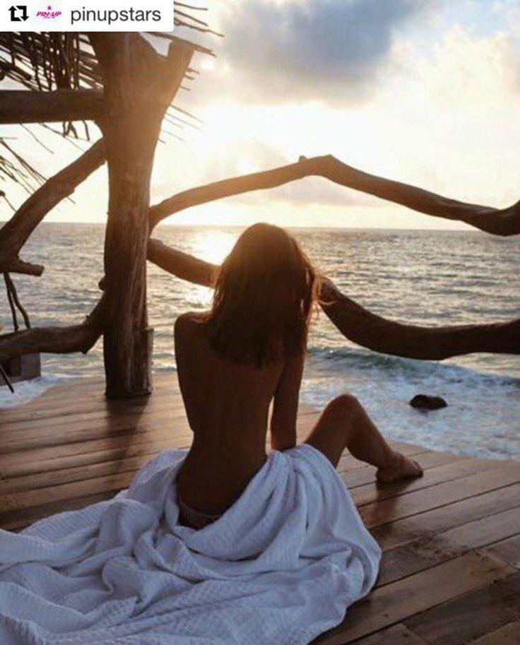 """Пожалуй, сложно представить нечто более летнее, чем отдых на море. А какая самая необходимая вещь в отпуске? Правильно, купальник. Подберите свой идеальный летний образ в салонах """"Эстель Адони"""" и """"Эстель Маре"""".  #estelleadony #PinUp #эстельадони #шоппинг #москва #гум #европейский #отдых #лето #июнь #24июня2017 #ss17 #море #москва #отпуск #стиль #casual #love #instagood #me smile #friends #fun #fashion #summer #instadaily #я #улыбка #селфи #красота"""