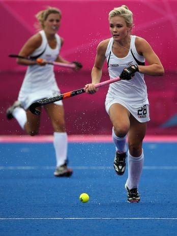 Com o início dos Jogos Olímpicos, milhares de mulheres estão em Londres em busca da glória máxima do esporte. Atletas, como a jogadora neozelandesa de hóquei na grama Charlotte Harisson (foto), que encantam pela beleza e talento. A seguir, algumas das competidoras olímpicas que merecem atenção especial. Confira:  Foto: Getty Images