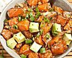 salada de salmão e abacate, o almoço ideal de verão