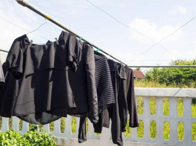 Conservez et ravivez le noir du linge avec un seul ingrédient culinairenoté 3.3 - 52 votes Il parait que « noir c'est noir, il n'y a plus d'espoir ». Vous avez peut-être une vision différente qui serait que quand c'est n'est plus noir, il n'y a plus d'espoir. En effet, les vêtements noirs sont particulièrement seyants et élégants. …