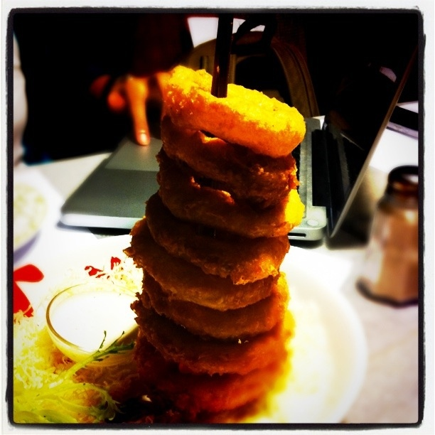 stacks of onion ring, one of my favorite food in Q Smokehouse, Jakarta, Indonesia: Food Recipes, Onion Rings, Exotisch Eten, Favorite Food, Onions Rings
