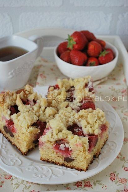Ciasto drożdżowe bez wyrabiania z truskawkami i czekoladą