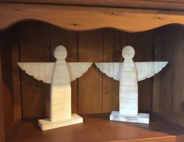 More inspiration from Pinterest, Xmas Angels made from Pallet wood and a chalk paint finish with a light random sanding.