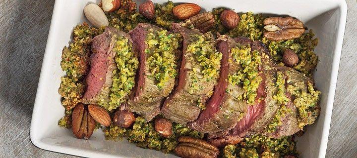 Heerlijk feestelijke rollade met noten uit de oven