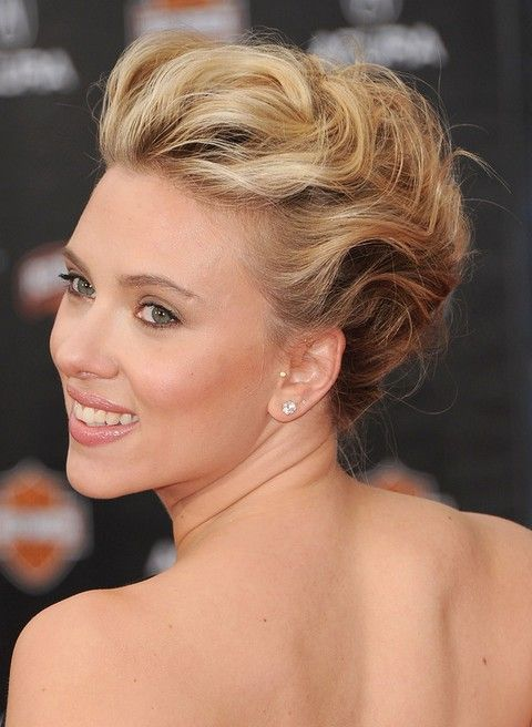 36 Scarlett Johansson Hairstyles: Various Updos and Curly Hairstyles - Pretty Designs
