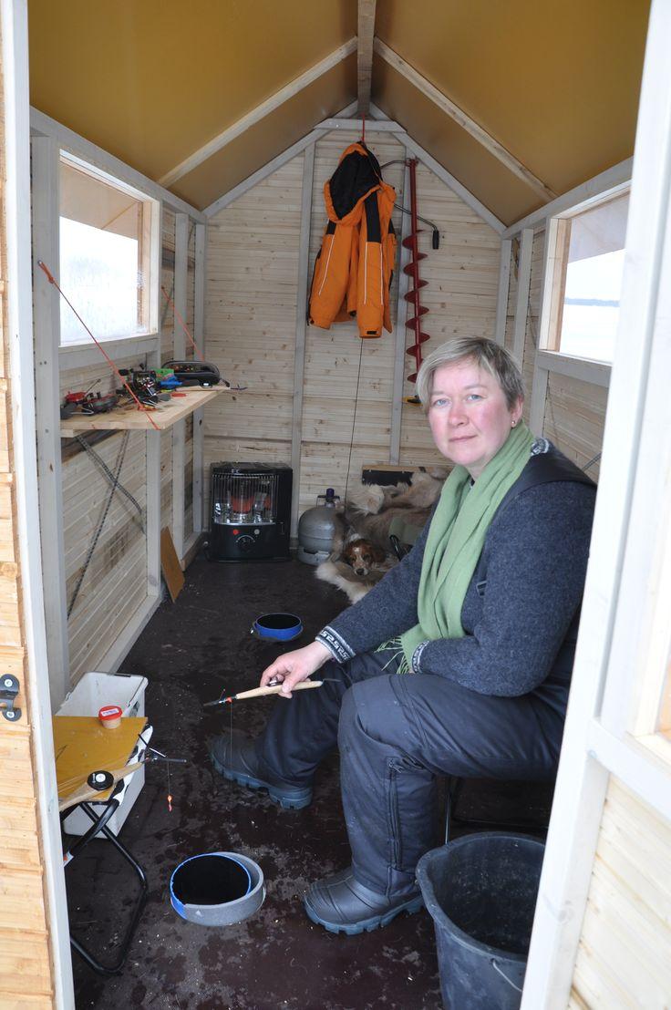 Women know the best tricks: Ice fishing cabin  Photo: Marko Rautaparta