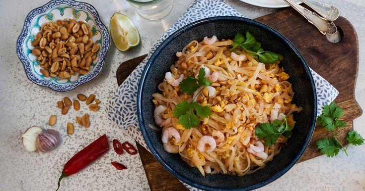 Thailändsk räkwok med nudlar, jordnötter och lime | Recept från Santa Maria