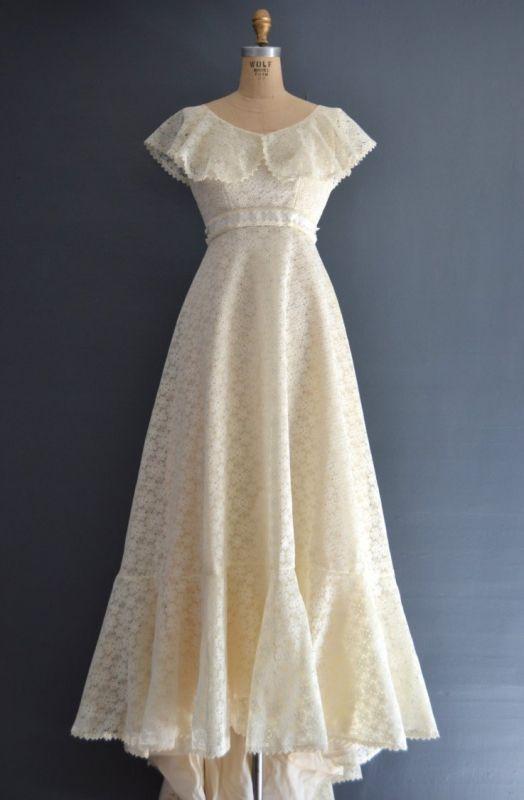 ヴィンテージウエディングドレス、アンティークウエディングのドレスを販売。50年から70年代、ビクトリア朝ドレス、アンティークドレス、結婚式や披露宴、二次会やフォトウエディングのドレスとしてご利用下さい。
