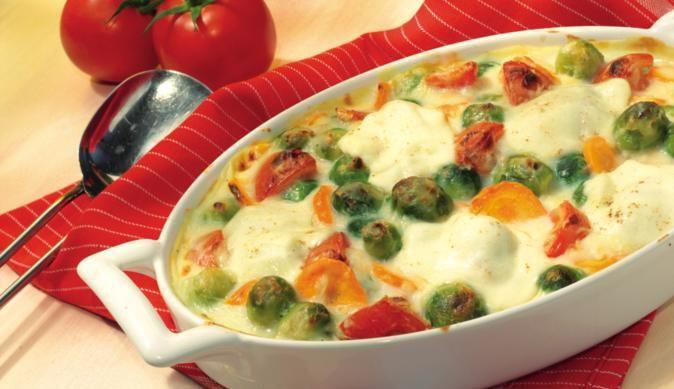 MAGGI zeigt dir eine leckere Gratinidee: Frisches Gemüse und fein abgestimmte Gewürze mit Mozzarella überbacken.