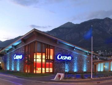 Remportez plus 16 000 euros en jouant au poker au casino Barrière de Briançon ! Vous apprécierez l'ambiance décontractée et élégante de ce casino à succès.