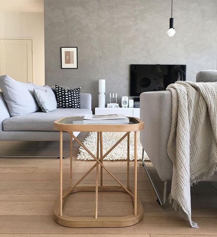 Woodnotes Twiggy table is easy to move around. Twiggy table is suitable for use anywhere at home, from living room's coffee table to bedroom's bedside table.Twiggy size 44 x 44 x 44,5 cm.  Photo via Instagram @suvim_valkoinenharmaja