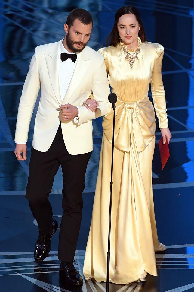 Джейми Дорнан и Дакота Джонсон на сцене «Оскара» 2017