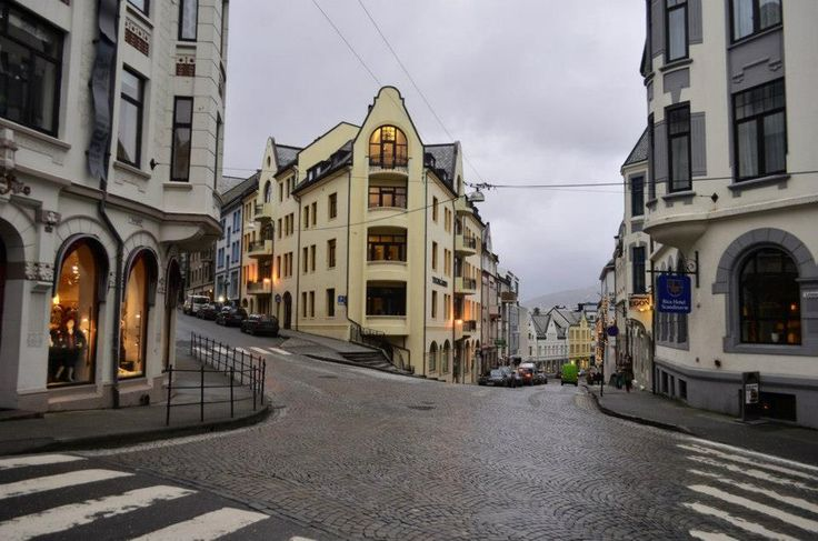 This is one of my favorite intersections in Ålesund.