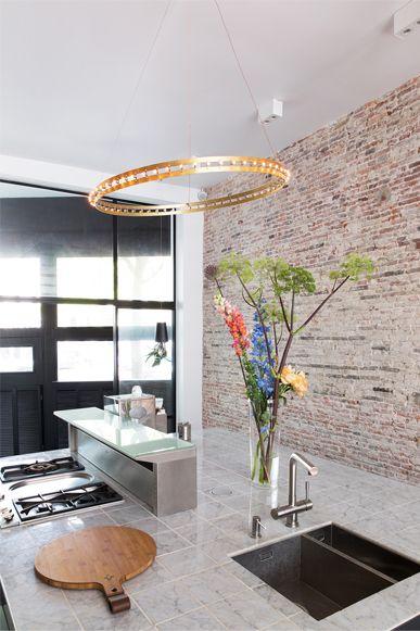 Quasar Citadel Ring, hanglamp Verbouwing grachtenpand Amsterdam door BNLA architecten. Fotografie Jansje Klazinga.