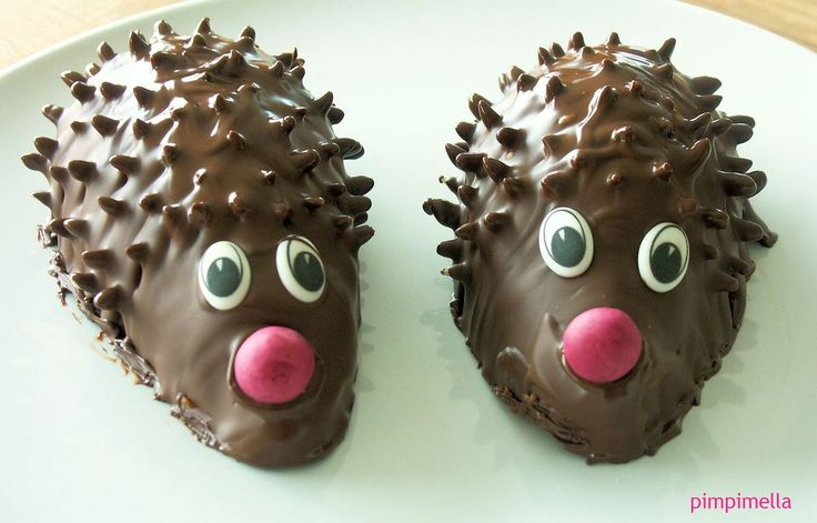 Meine liebe Zorra hat Geburtstag, und sie lebe hoch! Meine Freundschaft zu Zorra ist ja hinlänglich bekannt, und unsere gemeinsame Vorliebe für Süsses sowieso. Also bring ich zum Geburtstagskaffee SELBSTVERSTÄNDLICH Kuchen mit. Und ordentlich Geschichten...