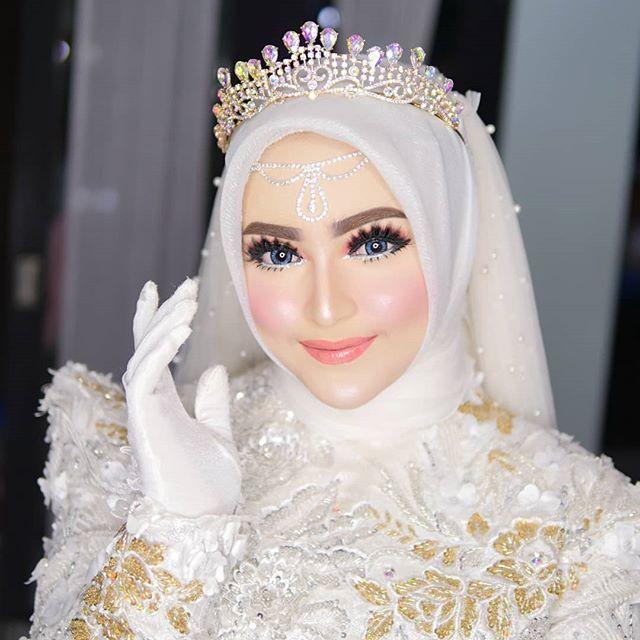 Kokha Wedding Malang Khadijahazzahra Makeup Foto Dan Video Instagram Pengantin Berhijab Pengantin Gaun Pengantin Berwarna