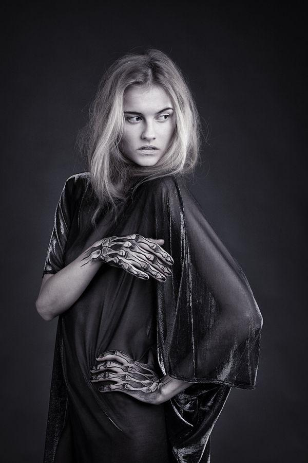 SKELETON body painting by Juliana Fischer, via Behance
