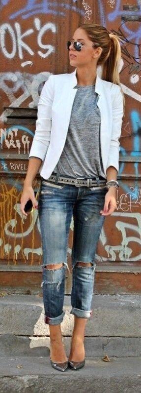 Inspiração para arrasar em qualquer ocasião! Blazer branco+ calça com a barra dobrada.